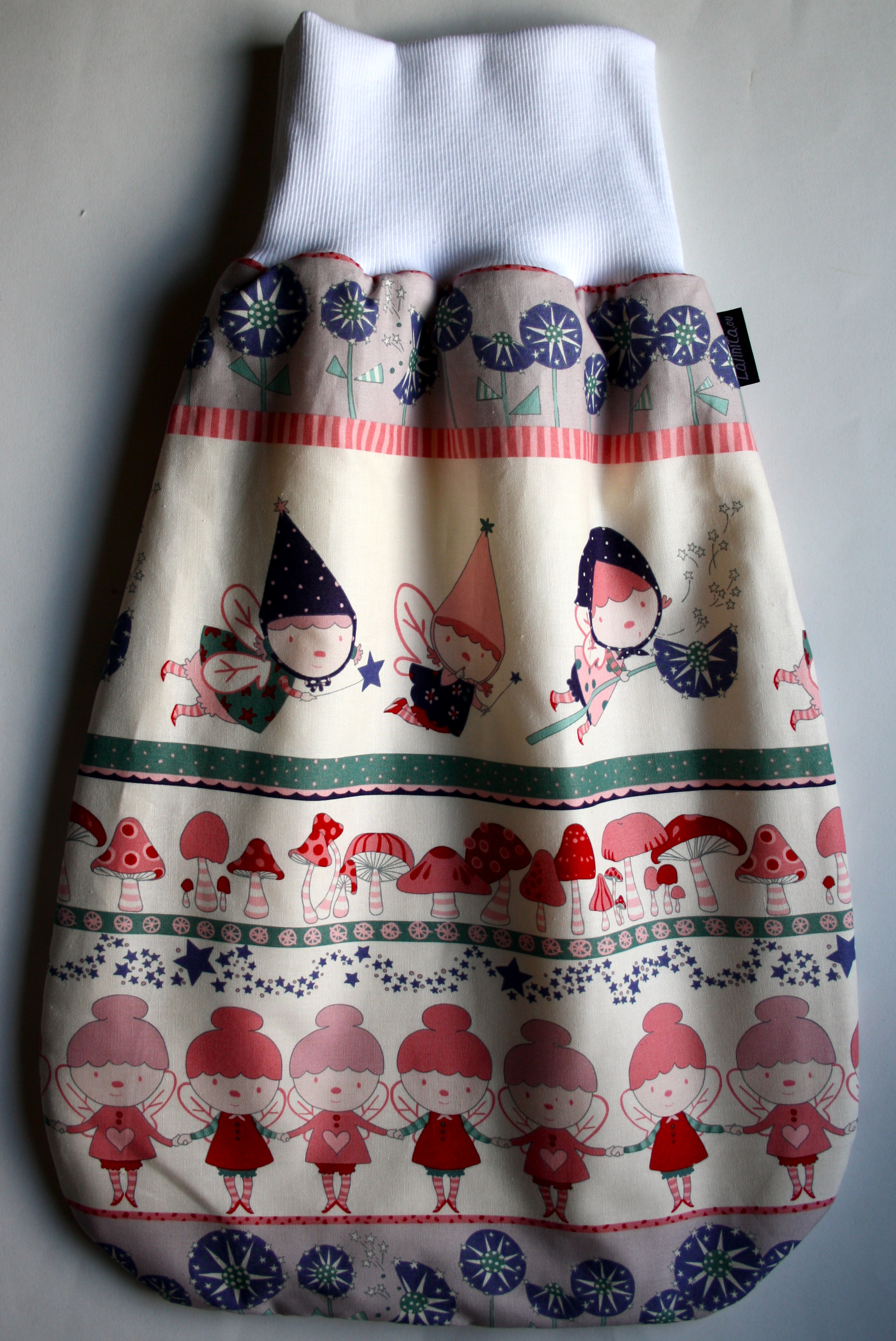Baby Sovepose, Stoff: Alexander Henry Fabrics