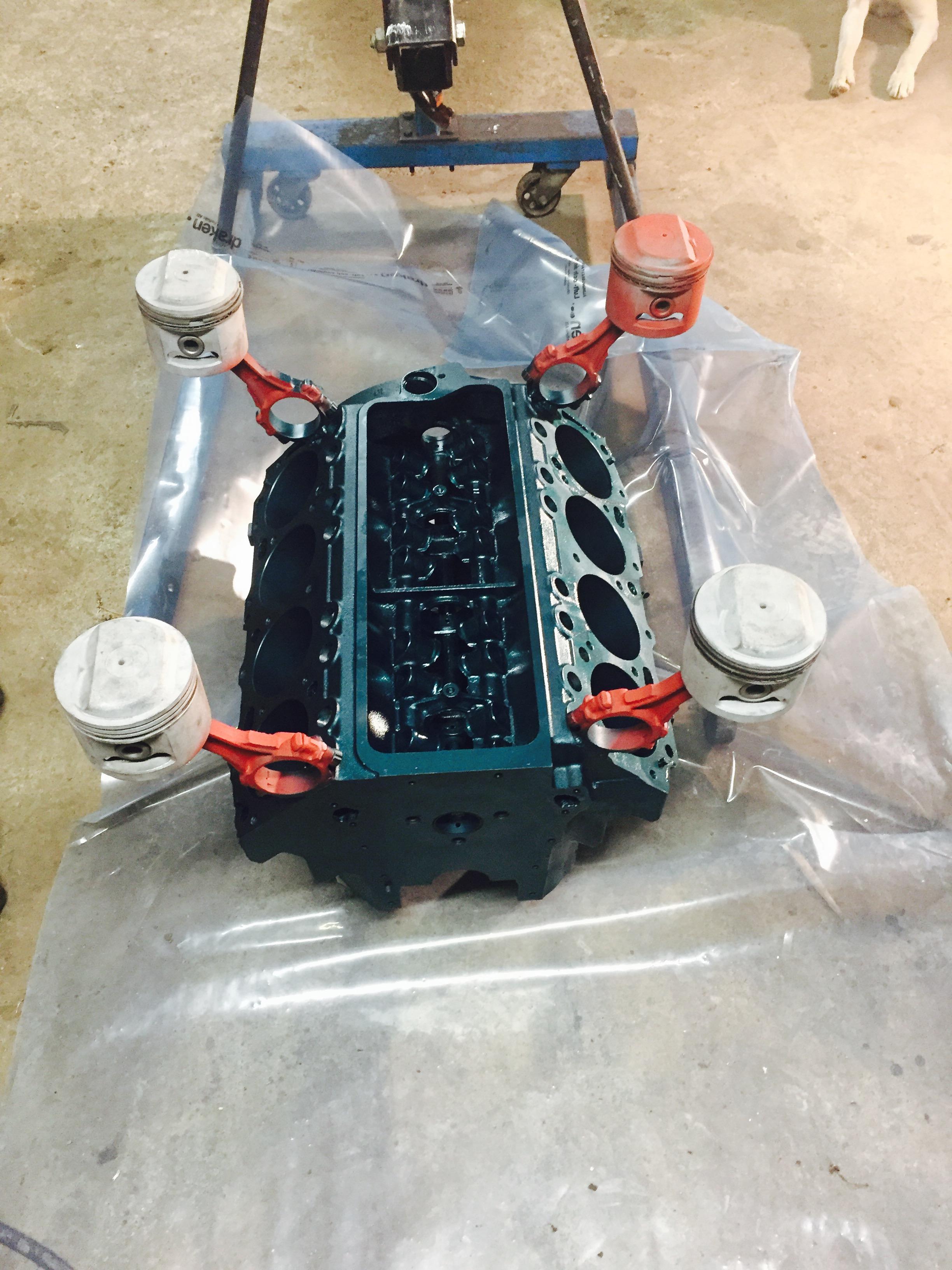 V8 turquoise